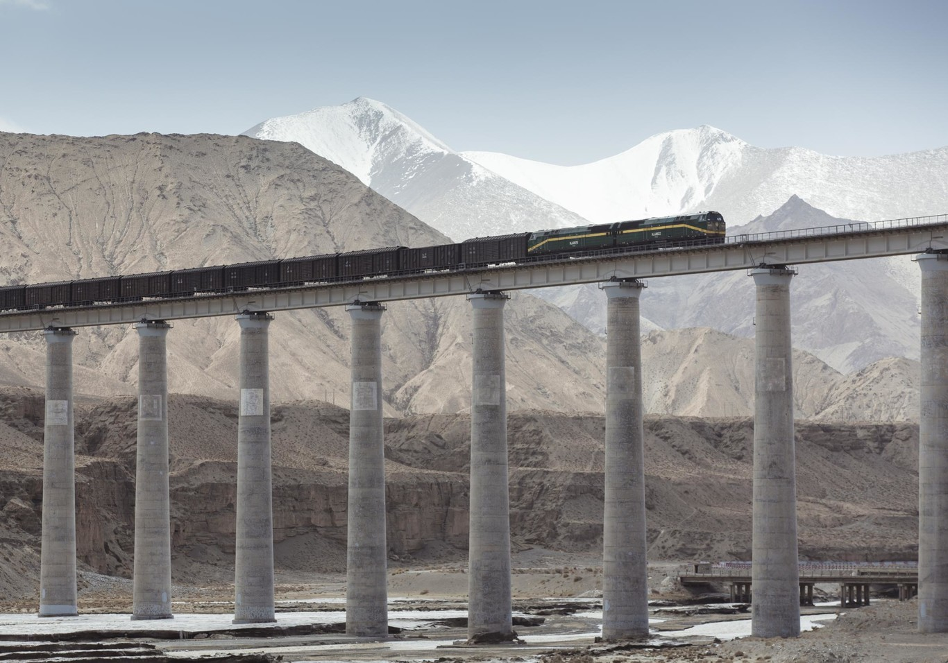 A freight convoy crossing the Tibetan plateau on the Tibet line, supervised by Alstom's ITCS system. | Copyright/Ownership: Alstom / A.Février
