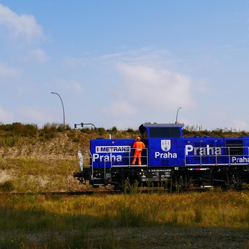 Hybrid Locomotive Prima H3 in operation in the port of Hamburg