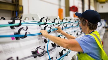 Component center in Hornell facility – wire harness workshop for Ottawa Citadis Spirit. | Copyright/Ownership : Alstom / Scott Gable