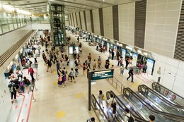 Singapore, Bishan Station : Platforms, Circle Line , people leaving and waiting the driverless metro. | Copyright/Ownership : Alstom/Arnaud Février