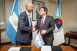 Guillermo Dietrich, Transport Minister in Argentina, and Ernesto Garberoglio, MD Alstom Argentina.