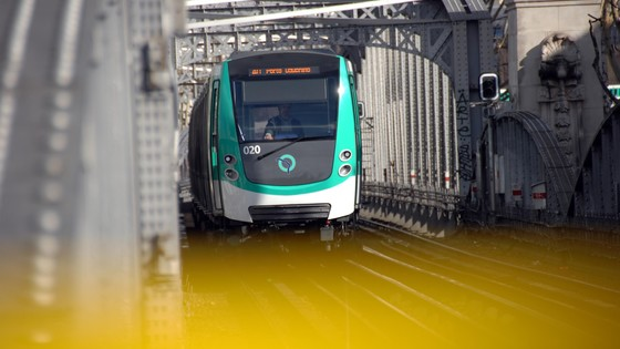 Metro MF2000 Line 2 Porte Dauphine – Nation